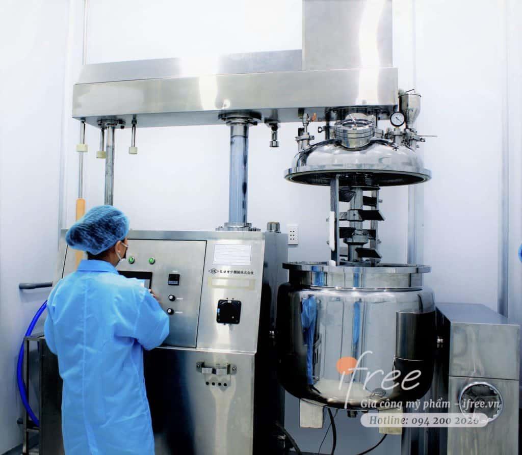 Phòng sản xuất mỹ phẩm của iFree với trang thiết bị hiện đại