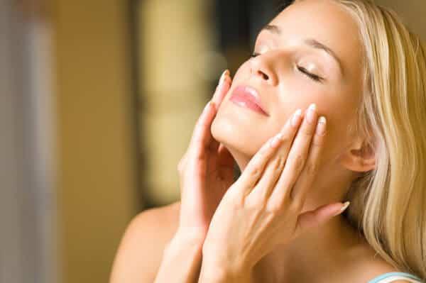 mỹ phảm dưỡng ẩm phục hồi da