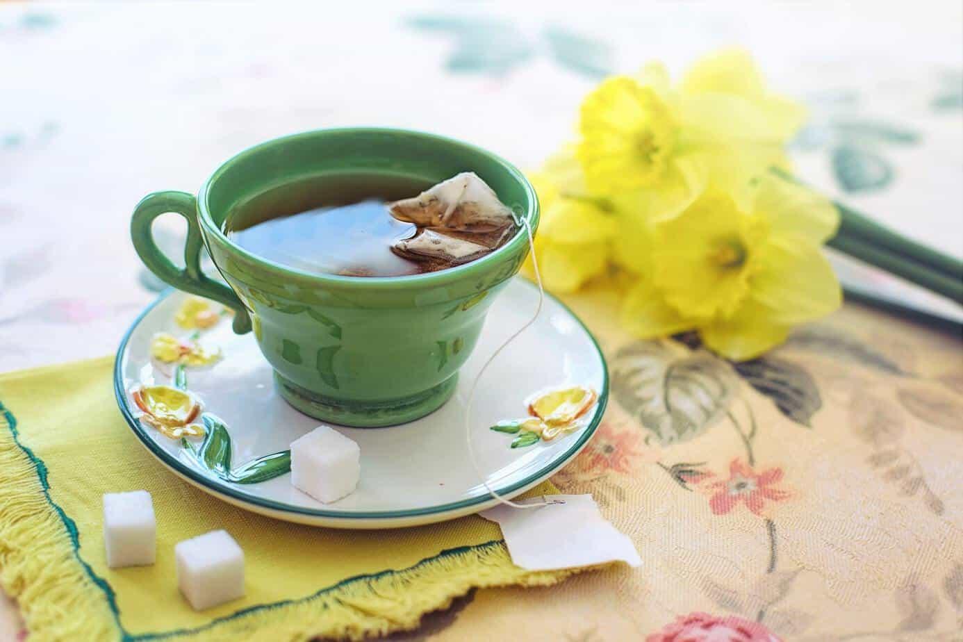 uống trà xanh buổi sáng tốt cho cơ thể