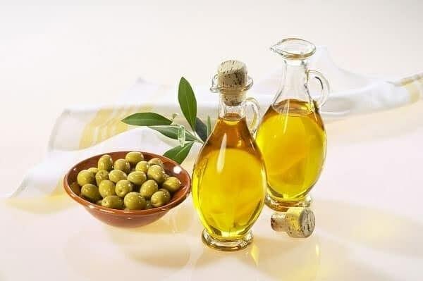 trị thâm quầng mắt bằng dầu oliu