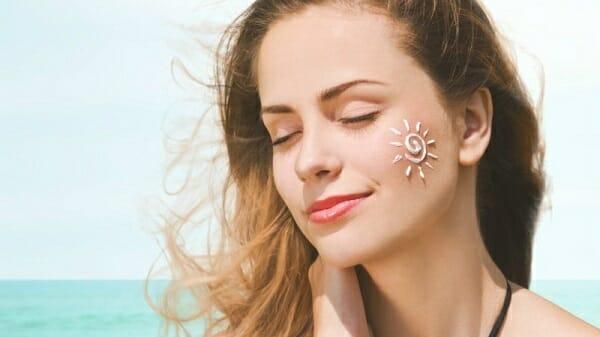 review kem chống nắng cho da nhạy cảm hiệu quả nhất