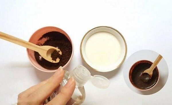 sử dụng kem để tẩy tế bào chết cho môi