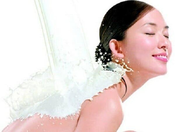 cách làm sữa tắm trắng da tại nhà