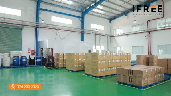 kho đóng gói tại nhà máy gia công mỹ phẩm ifree beauty - 2