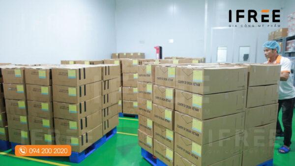kho đóng gói tại nhà máy gia công mỹ phẩm ifree beauty