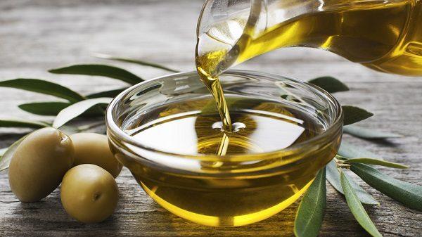 trị mụn bằng dầu cây thầu dầu